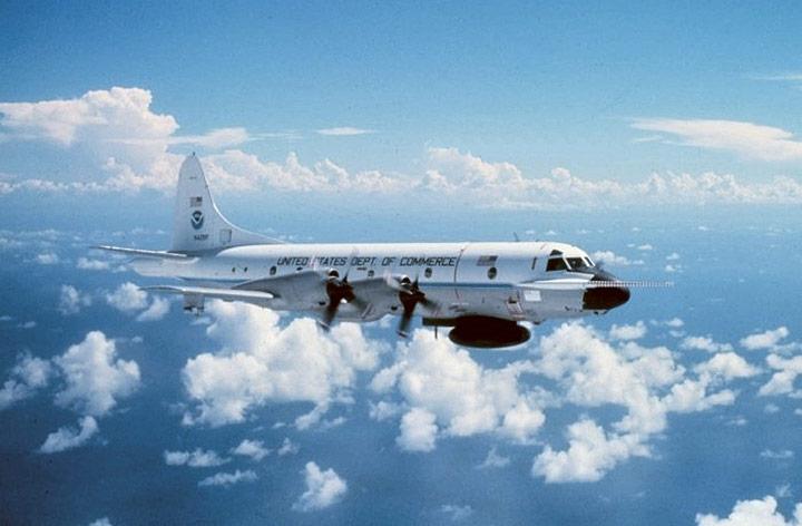 hurricane hunter reconnaissance aircraft